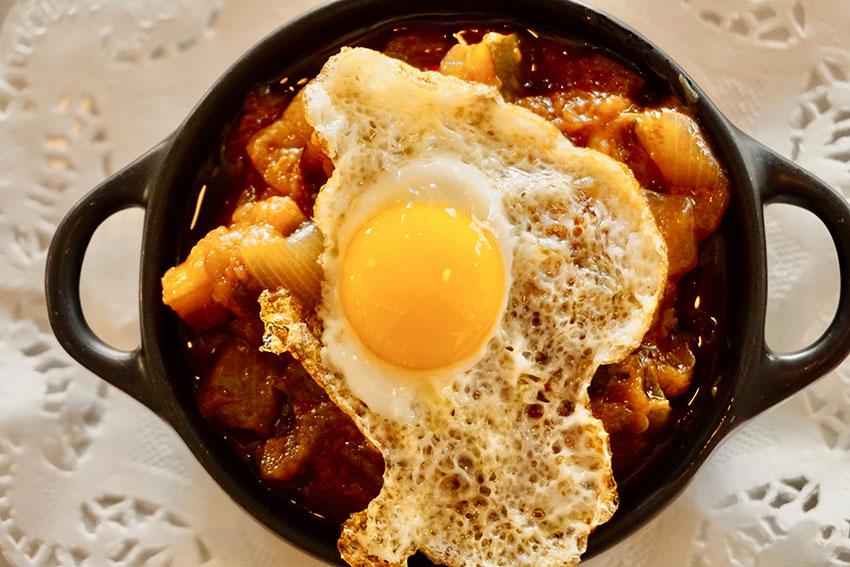 Pisto de hortalizas con huevo de corral